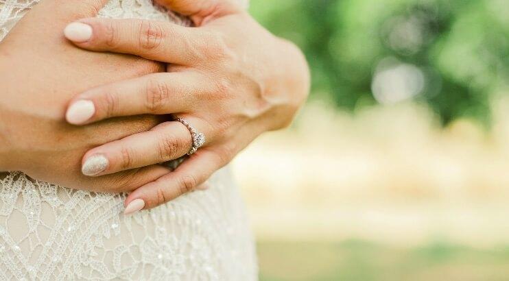 ケアをした綺麗な爪