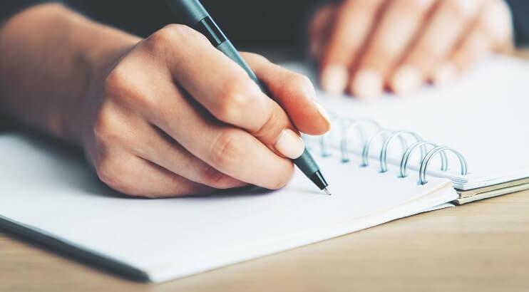書く内容をノートにまとめる