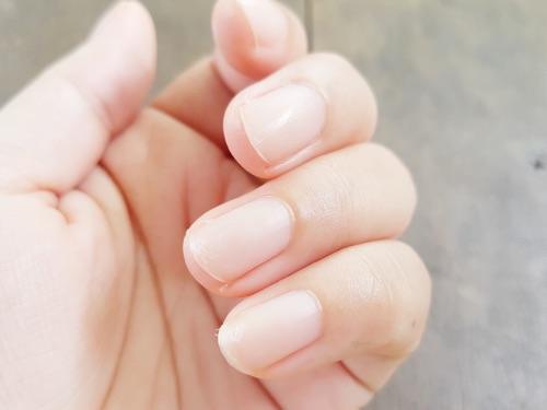 短い爪のジェルネイル